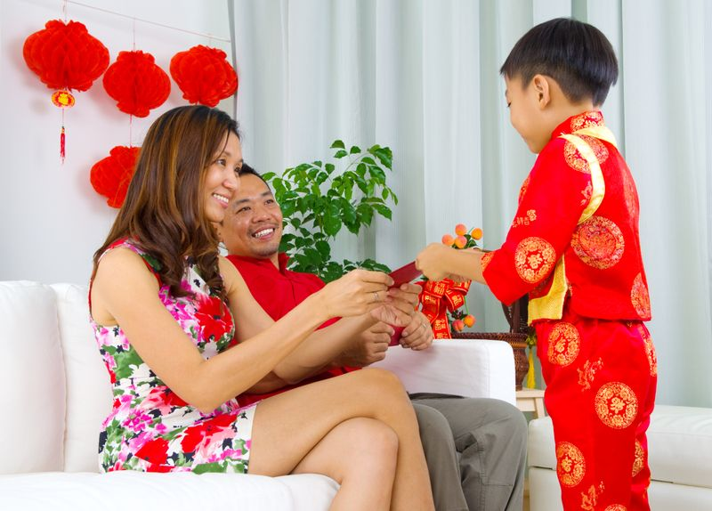 giving a boy red envelope
