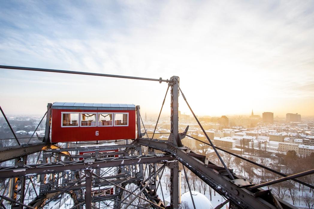 Πανοραμική θέα στη Βιέννη απ' τον γιγαντιαίο τροχό Riesenrad - πού να πάτε ταξίδι τον Δεκέμβριο