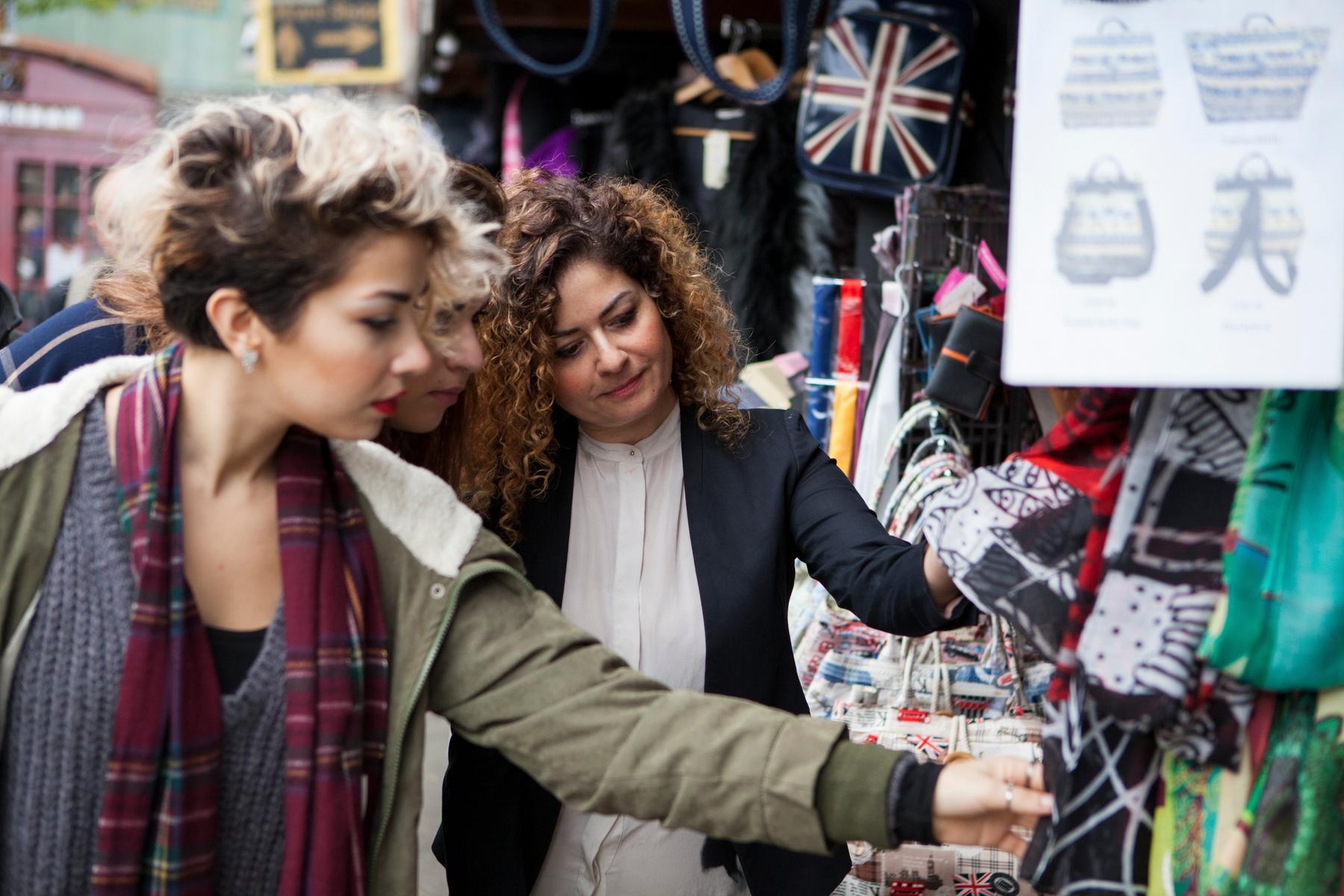 Find bargains at Camden Market London - לונדון