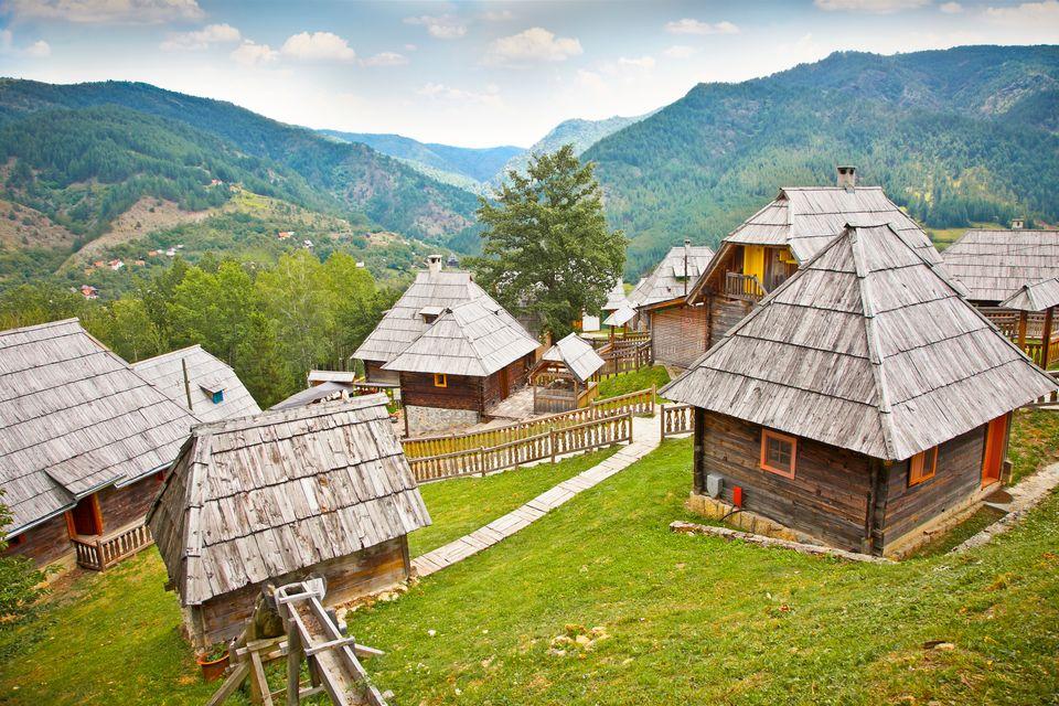 Этнодеревня Кустурицы Дрвенград в Сербии