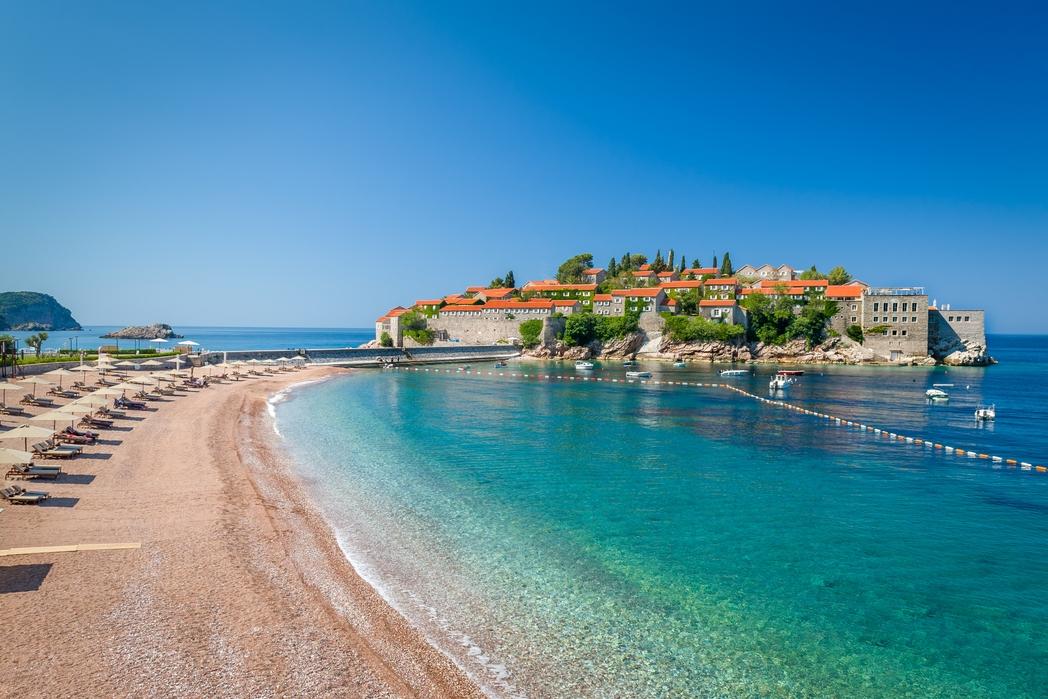 Παραλία στην Μπούντβα - φθηνό ταξίδι στο Μαυροβούνιο