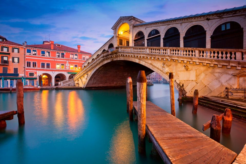 The Rialto Bridge at dusk - best free attractions in Venice