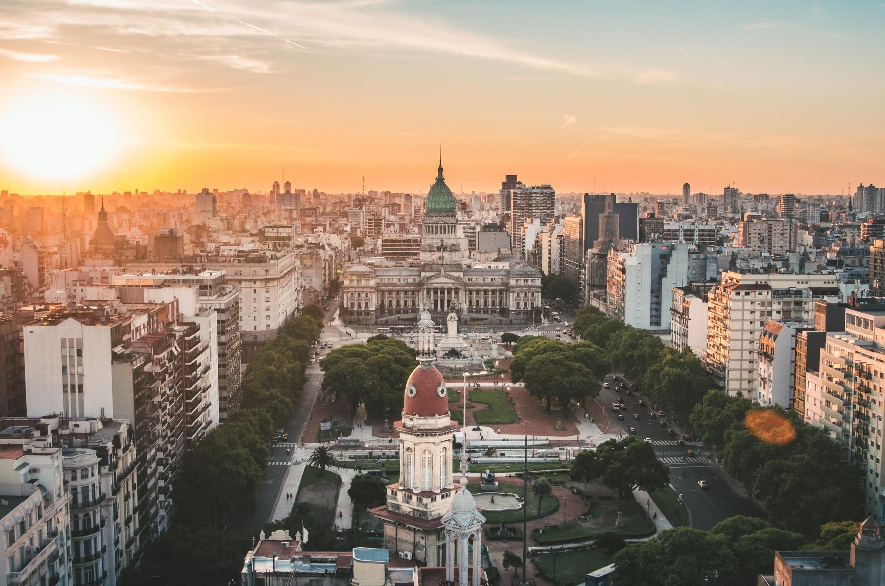 Vista aérea de Buenos Aires ao pôr do sol