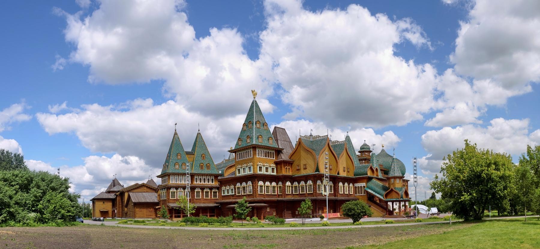 Чтобы увидеть сказочный дворец-терем, отправляйтесь в Коломенское