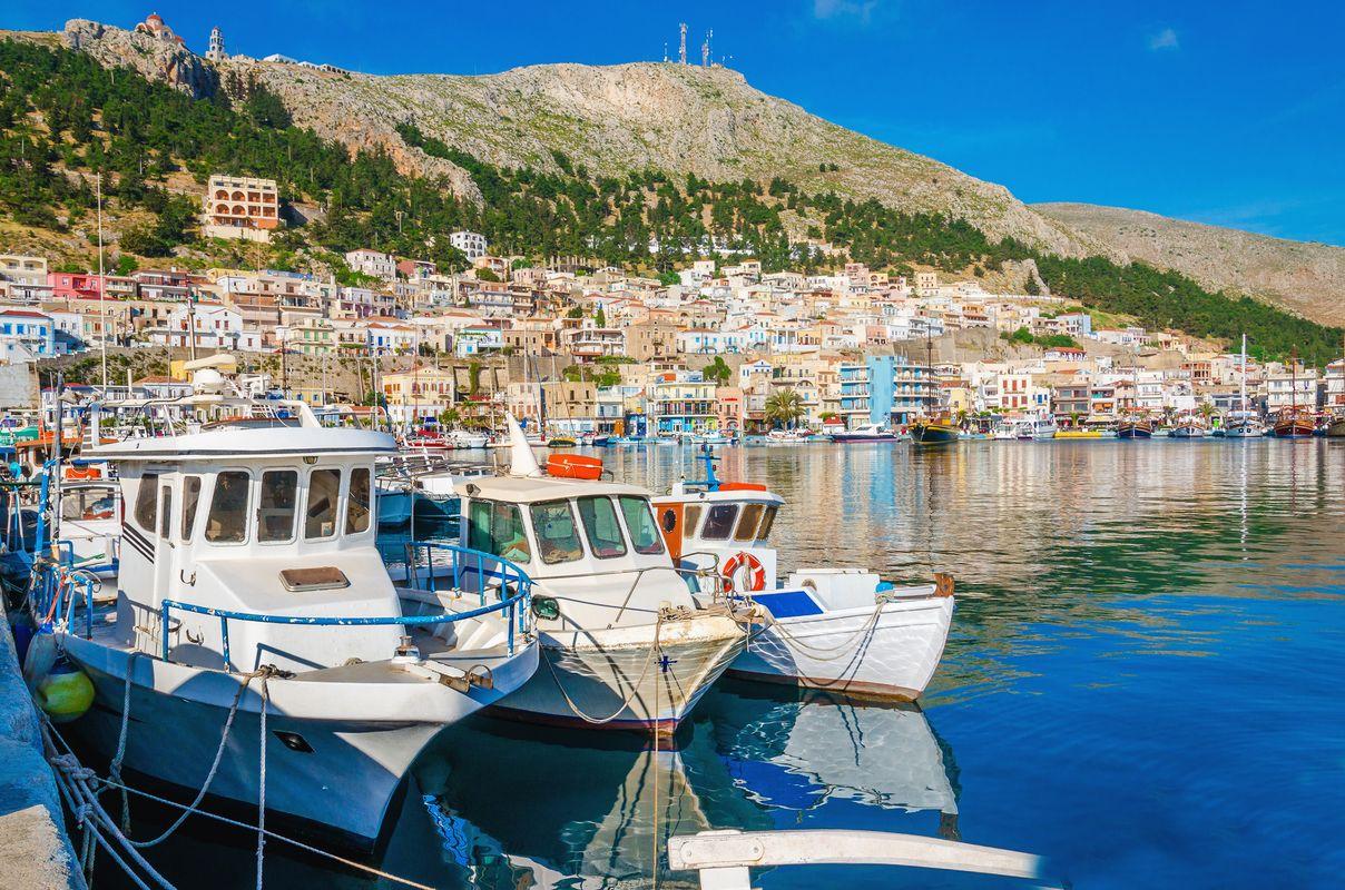 Σκάφη αραγμένα στο λιμάνι της Πόθιας, Κάλυμνος, Δωδεκάνησα
