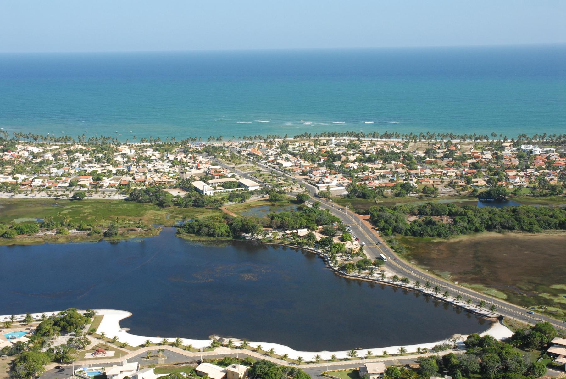 Vista aérea da Praia de Guarajuba em Camaçari na Bahia, a segunda praia baiana a conquistar o selo Bandeira Azul.