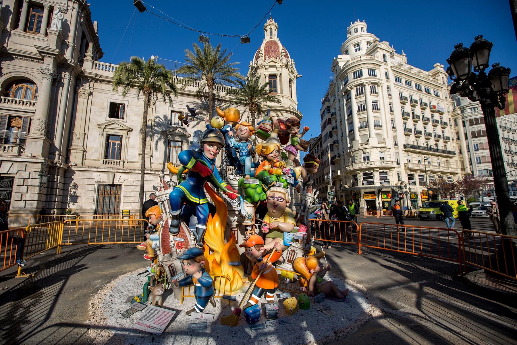 Фестиваль огня Фальяс в Валенсии