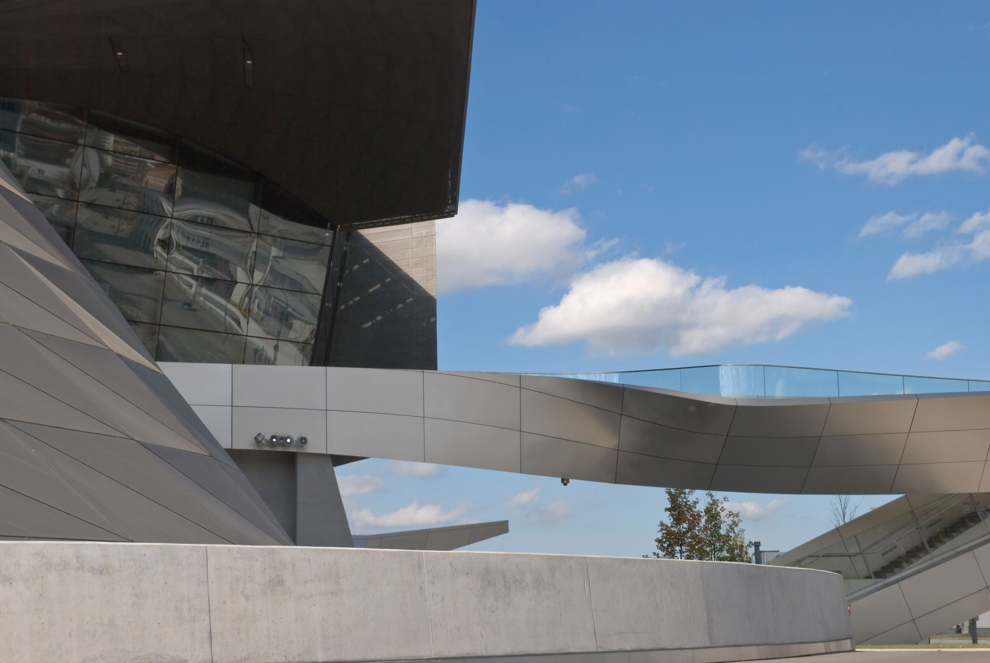 To Μουσείο BMW είναι απ' τα τοπ αξιοθέατα στο Μόναχο