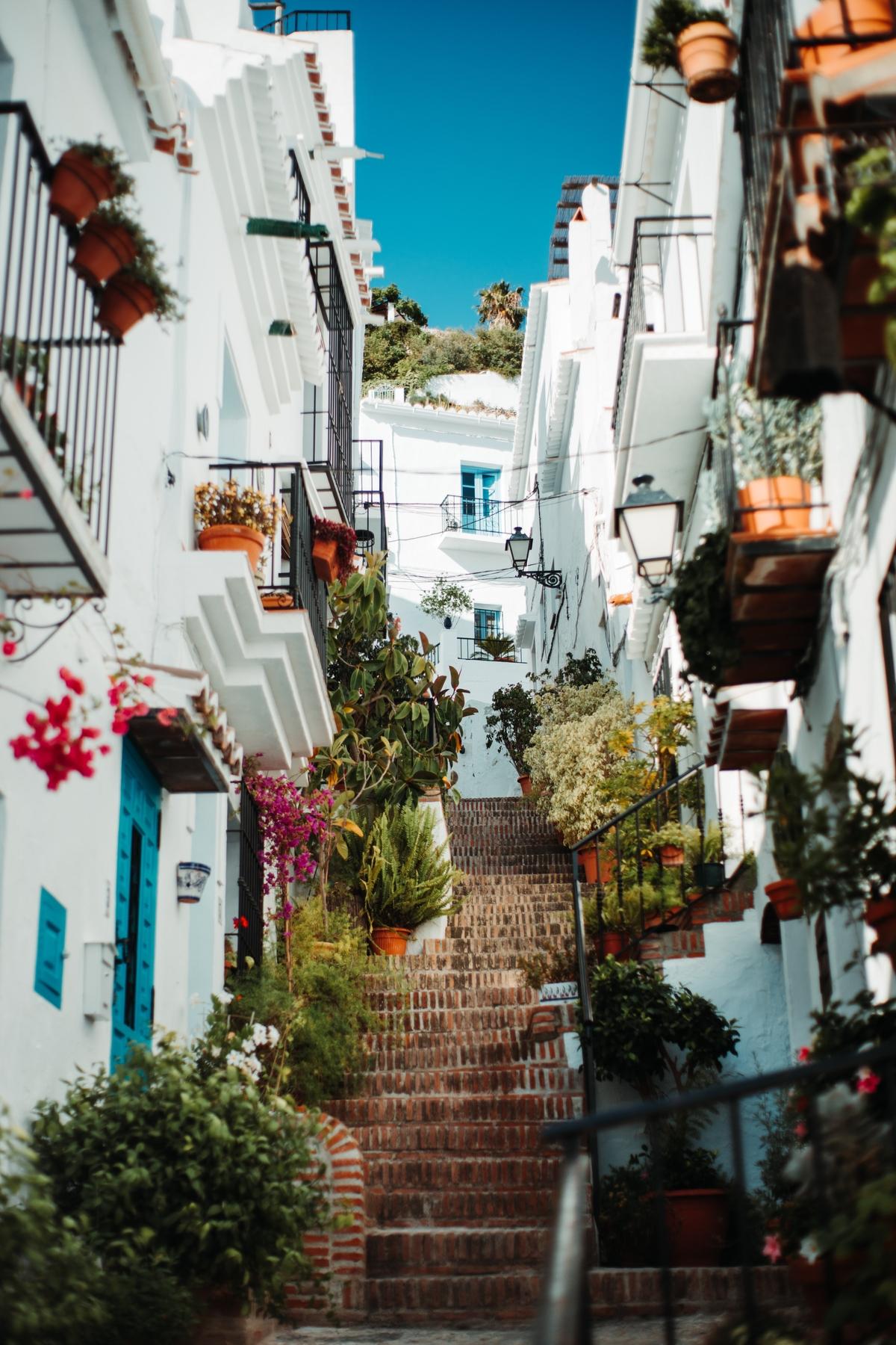 Las idílicas calles de Frigiliana son una de las estampas imperdibles de la provincia de Málaga