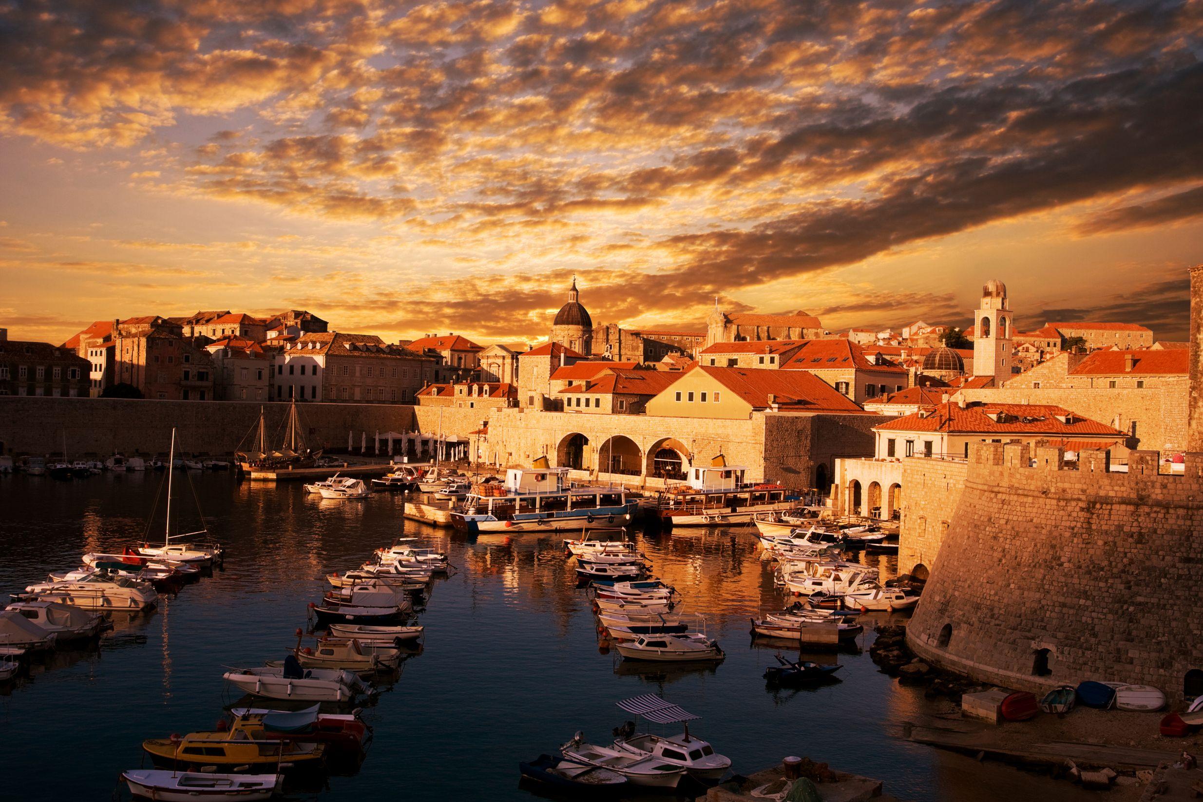 Ηλιοβασίλεμα στην Παλιά Πόλη του Ντουμπρόβνικ της Κροατίας