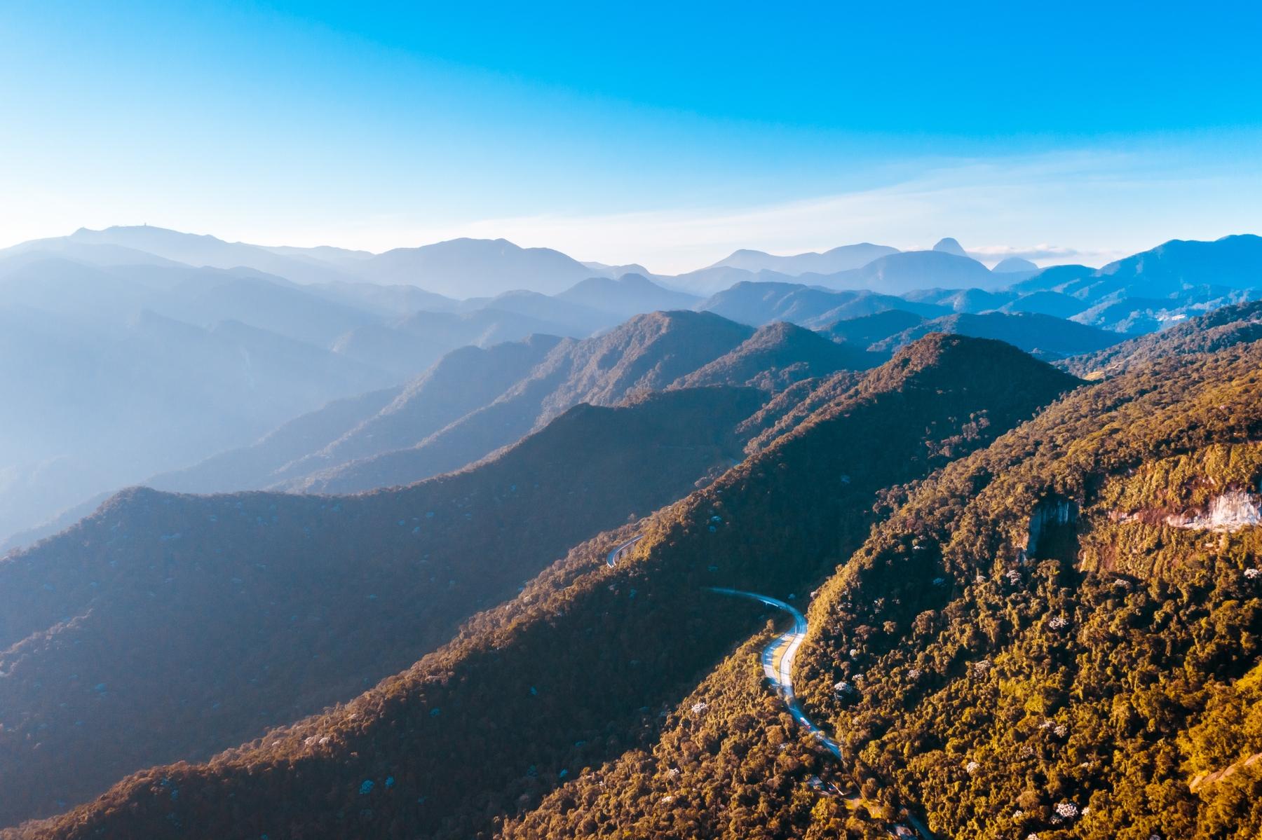 BR-040, trecho Rio-Petrópolis, fotografada do alto na Vila São Luís, próximo a Petrópolis.