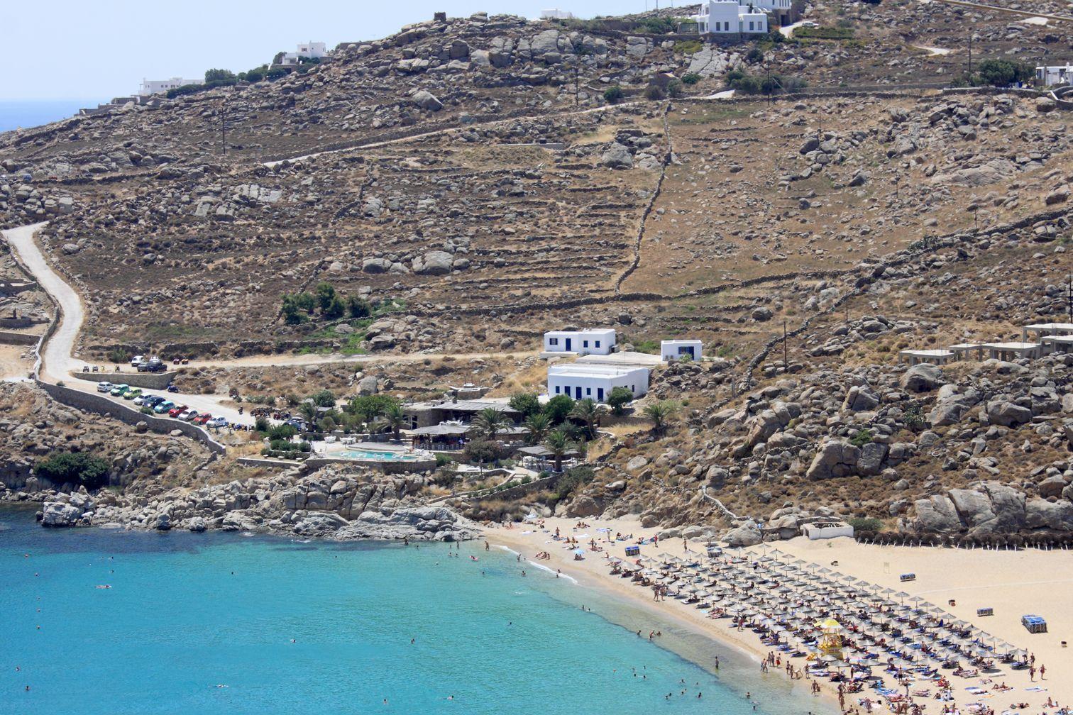 H Super Paradise, μία απ' τις τοπ παραλίες της Μυκόνου