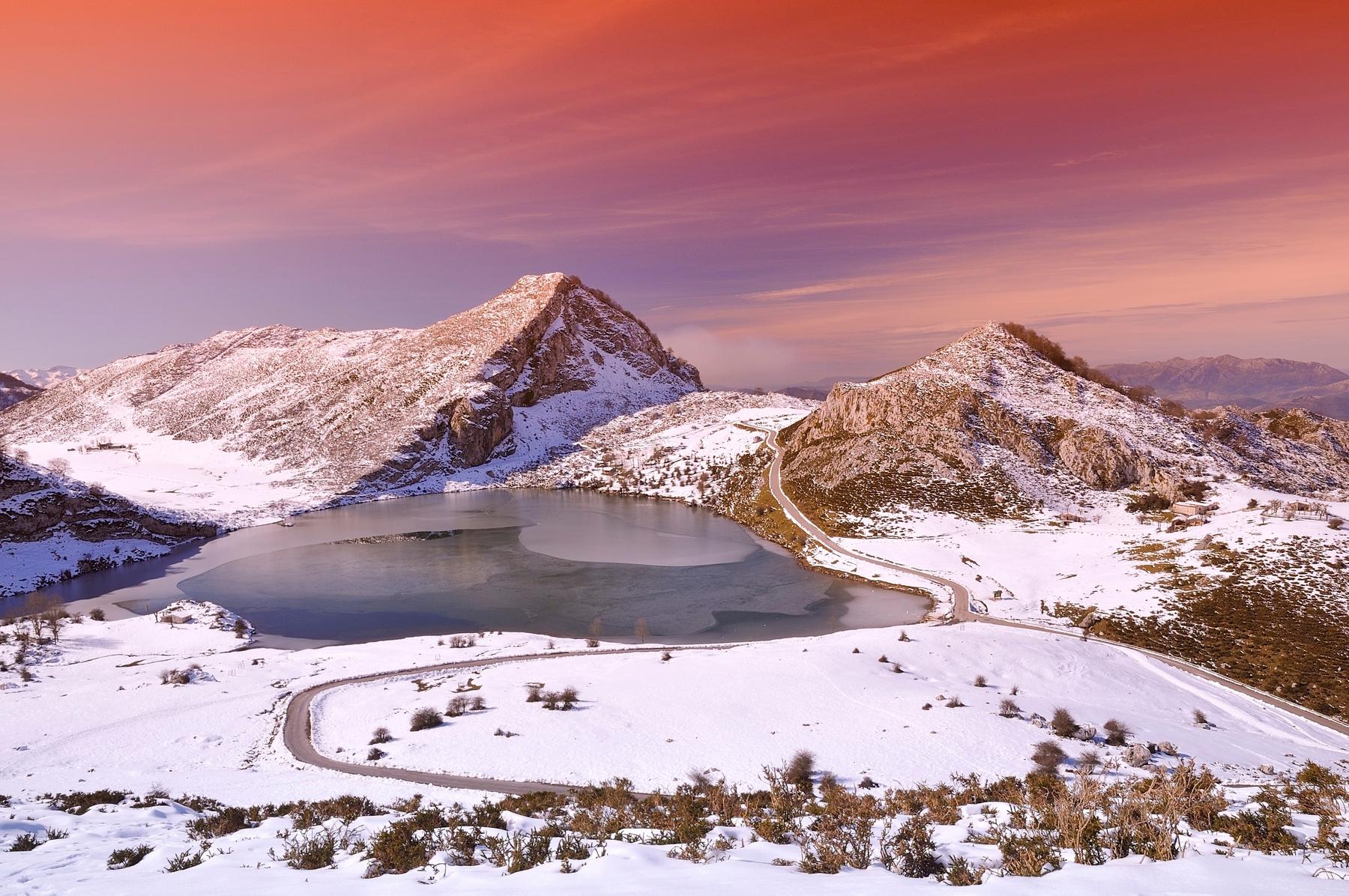 lagos de covadonga españa