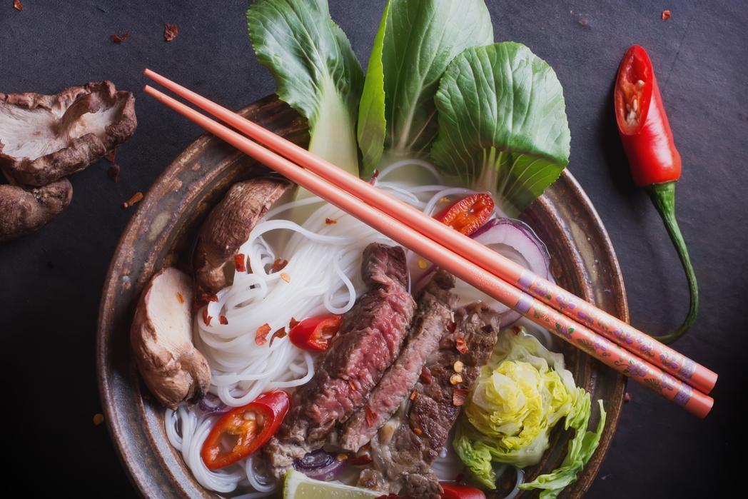 Παραδοσιακό βιετναμέζικο πιάτο με νουντλς
