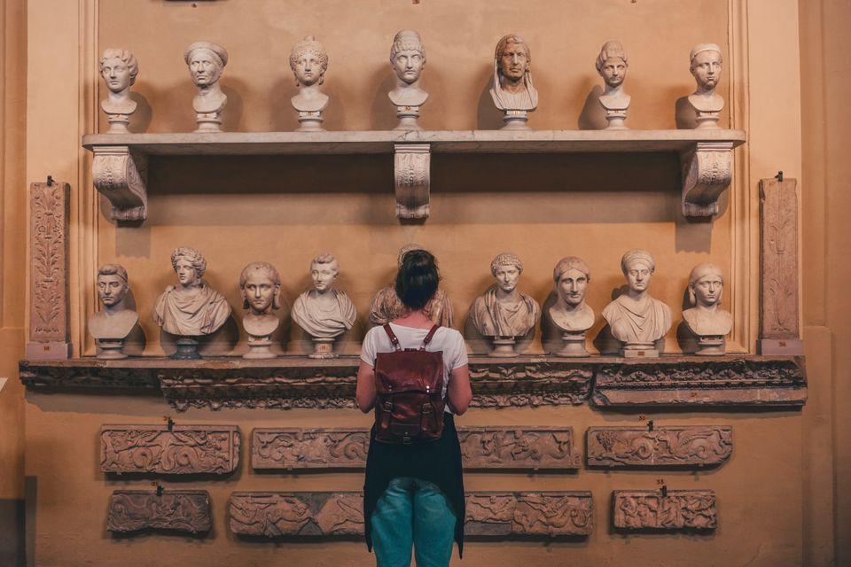 Visita los Museos Vaticanos y la Capilla Sixtina.
