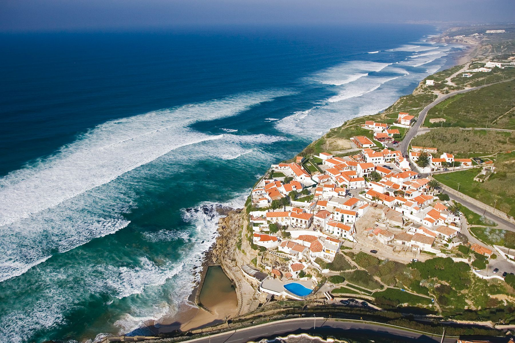 Azenhas do Mar is a charming seaside town located in the municipality of Sintra, just 30 km away from Lisbon and close to Cabo da Roca and Palácio da Pena