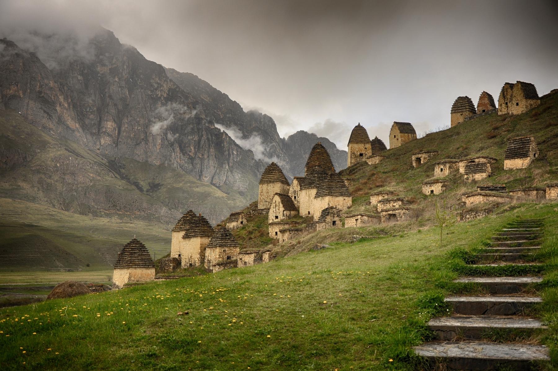 Необычные деревни России — Даргавс в Северной Осетии