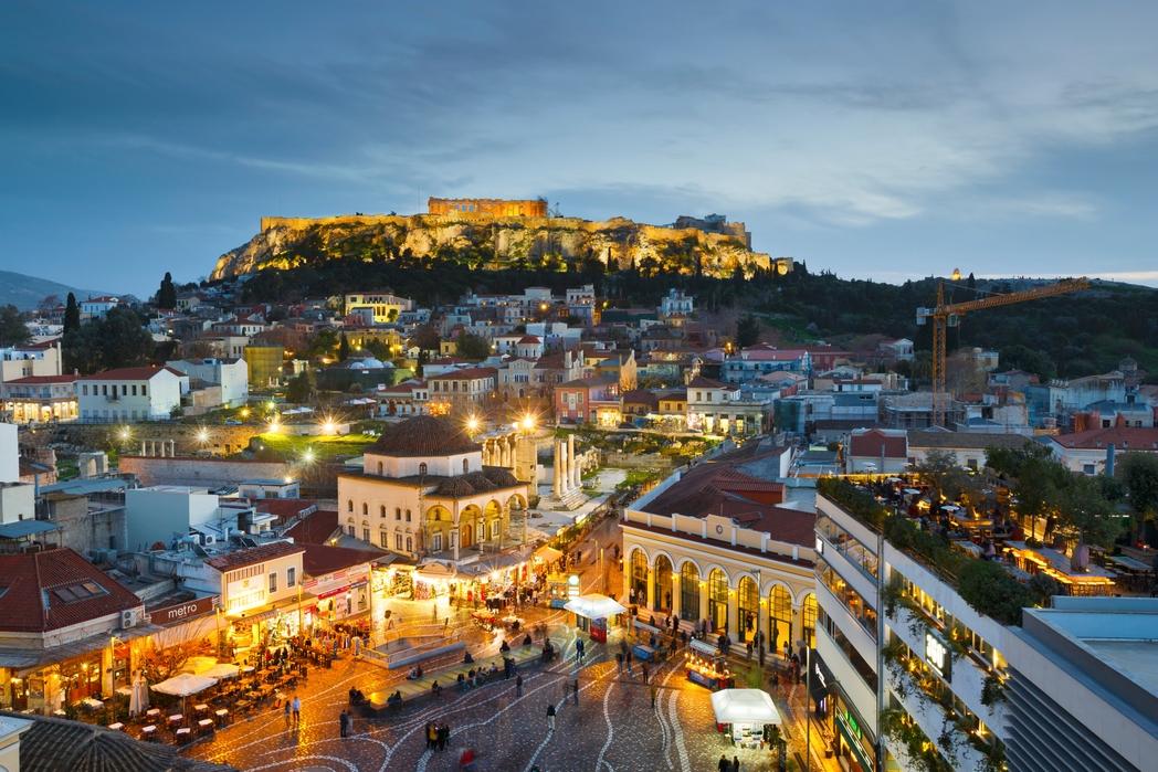 Η Aκρόπολη και το Μοναστηράκι φωτισμένα το σούρουπο - Χριστούγεννα στην Αθήνα