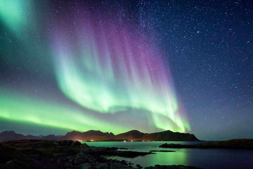 Где и когда можно увидеть северное сияние на Земле?