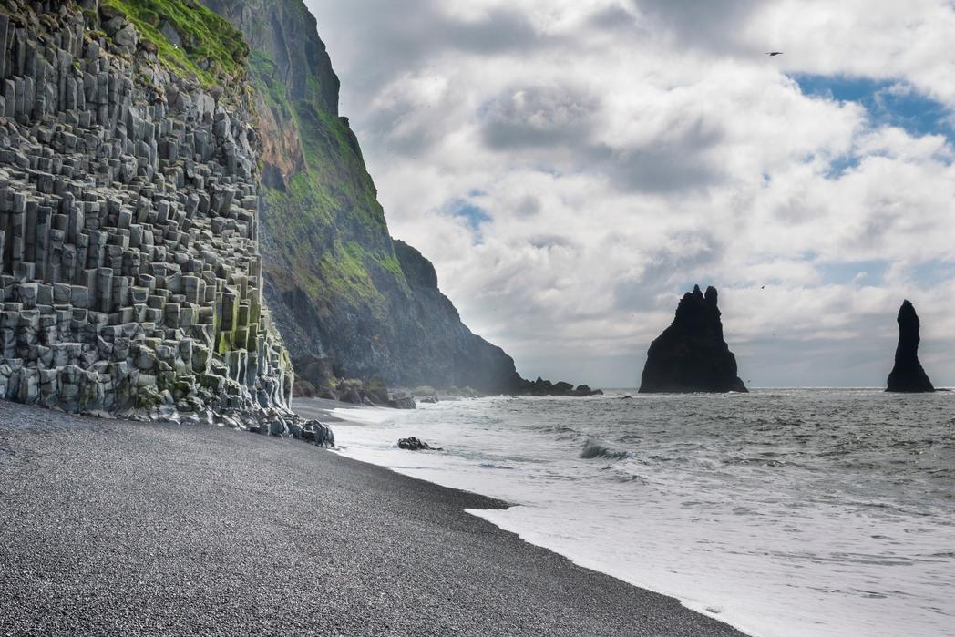 İzlanda'da siyah renkli bir sahil - macera için Kurban Bayramı tatili