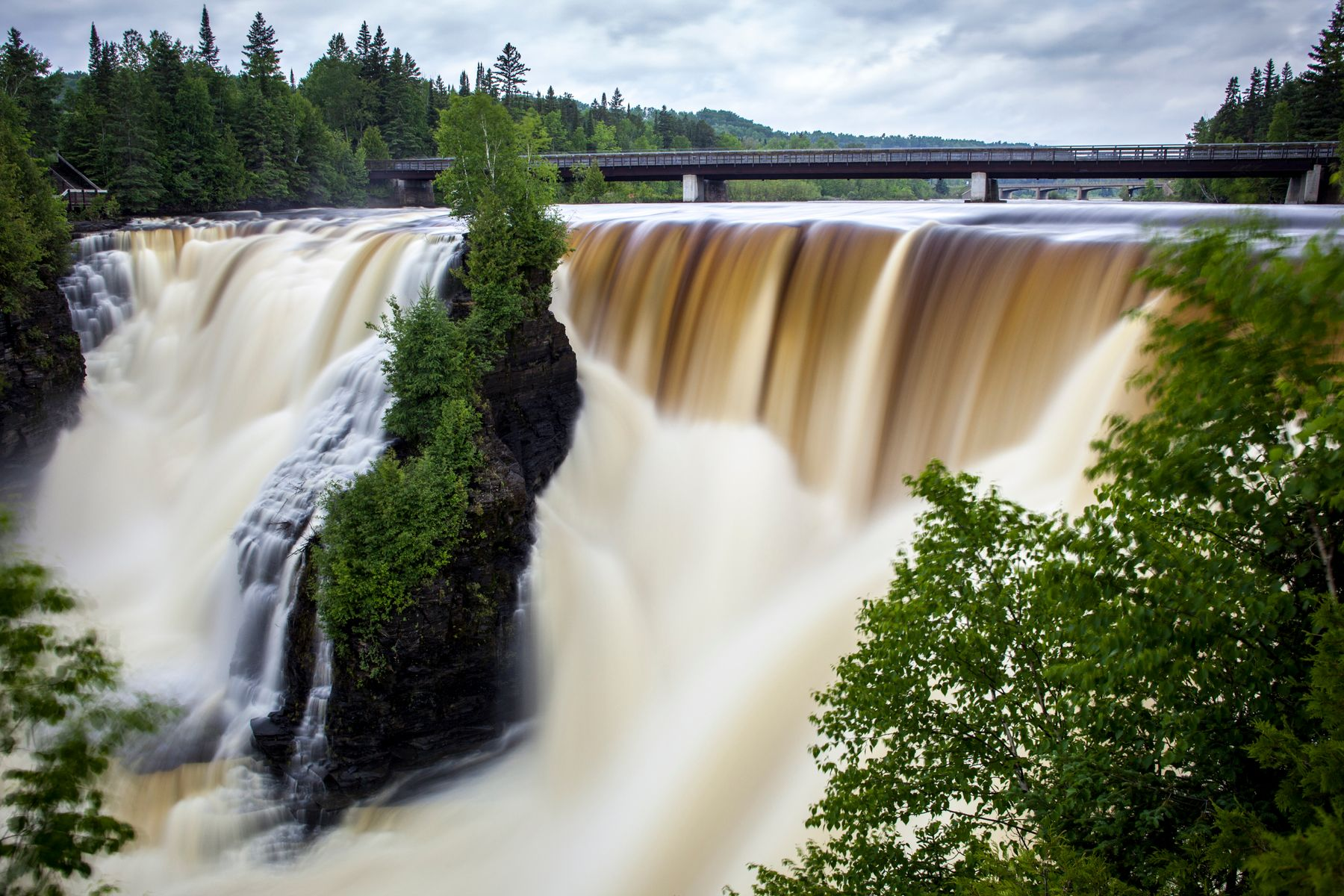 strong waterfalls, kakabeka waterfalls is one of the best places to visit in Ontario