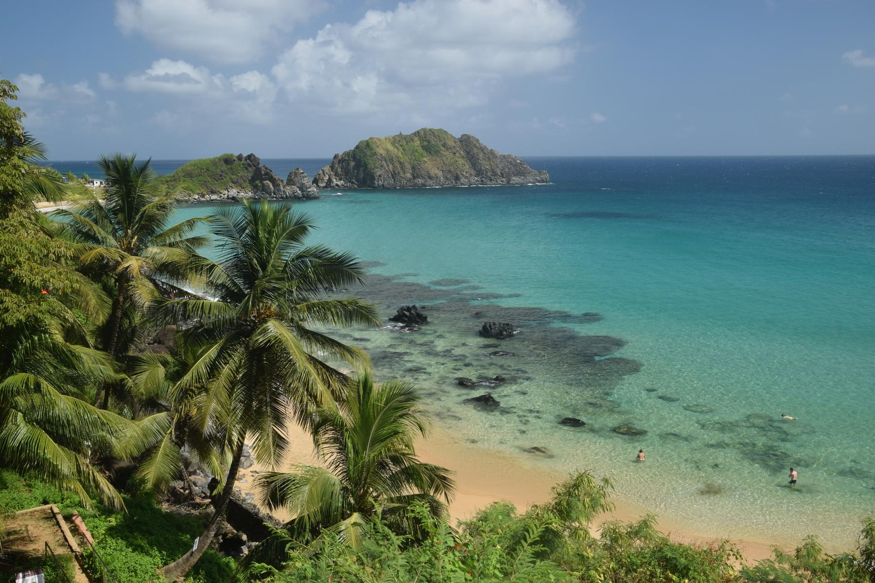 As praias de Fernando de Noronha têm diversas opções de turismo de aventura!