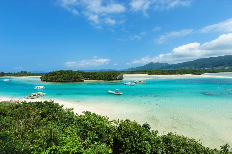 Пляж на острове Окинава в Японии