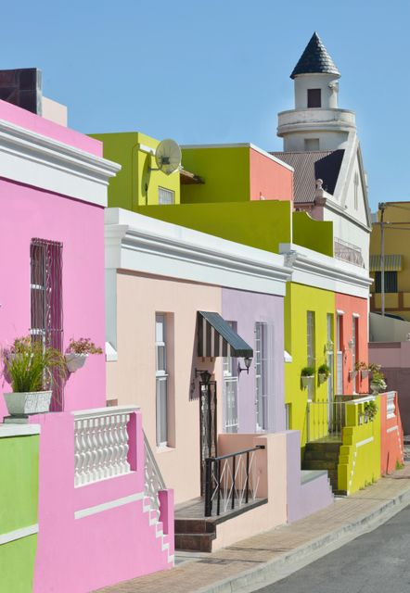 Σπίτια βαμμένα με ζωηρά χρώματα στο Bo-Kaap.