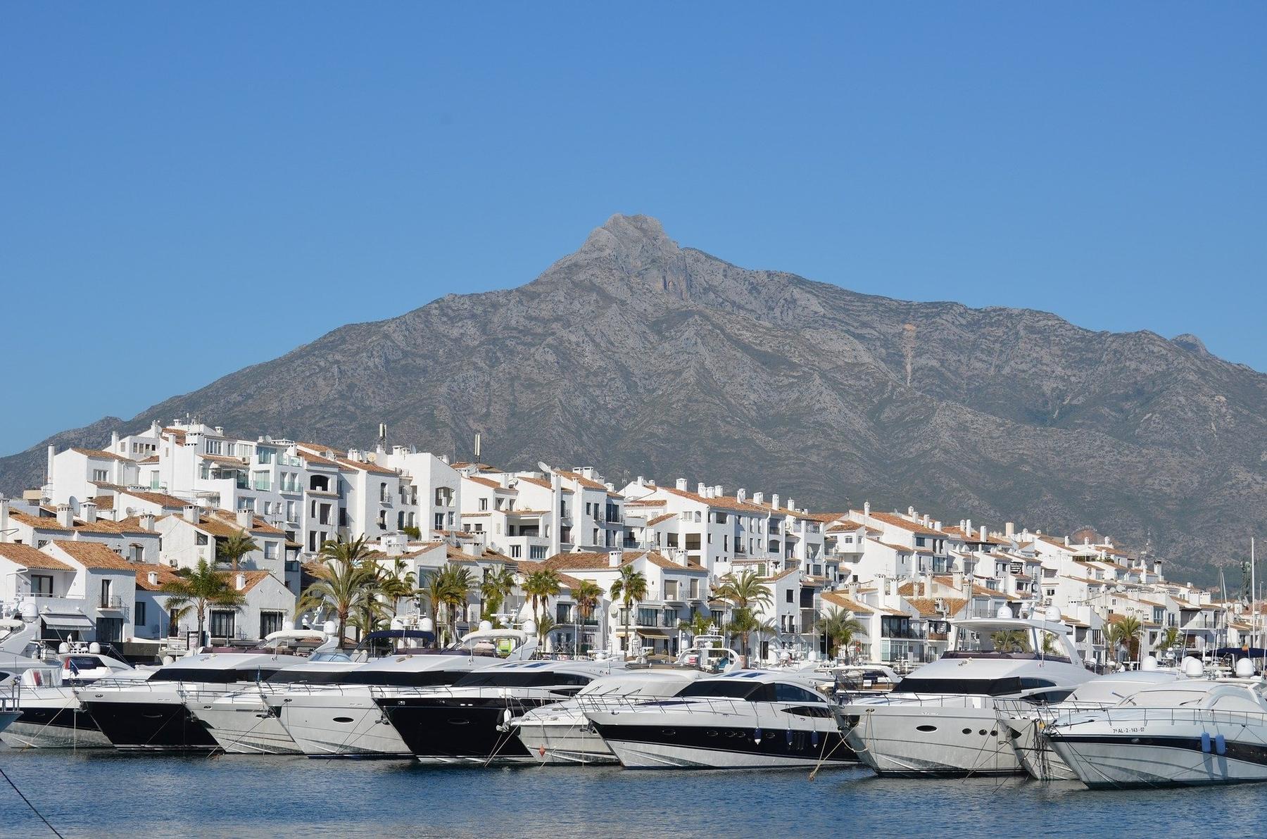 Otra parada que no debe faltar en un viaje a la provincia de Málaga es un paseo por Puerto Banús