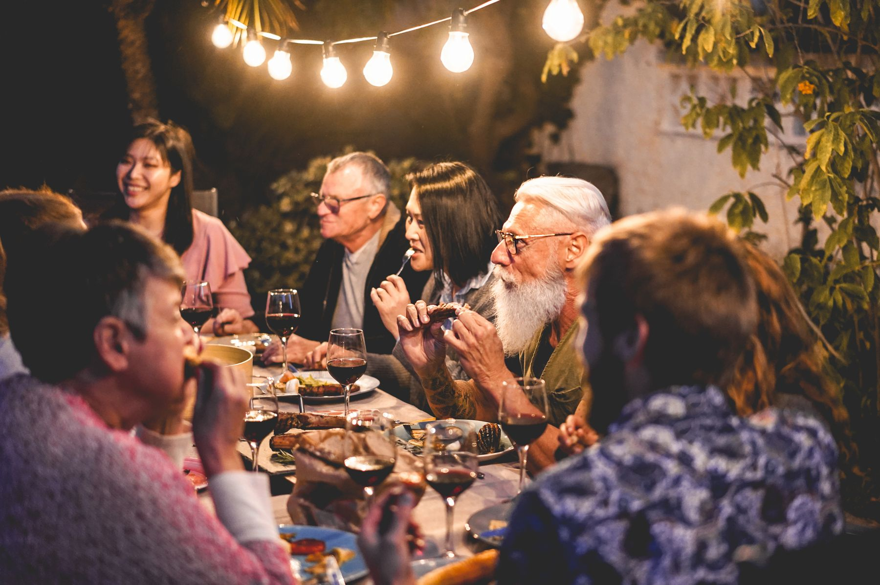 Christms traditions around the world: in Australia, people barbecue on Christmas day