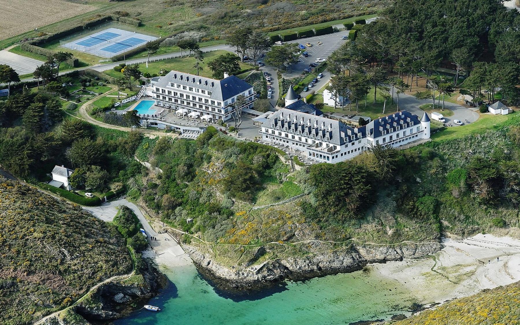Réserver dans un des meilleurs hôtels de plage en France, le Castel Clara