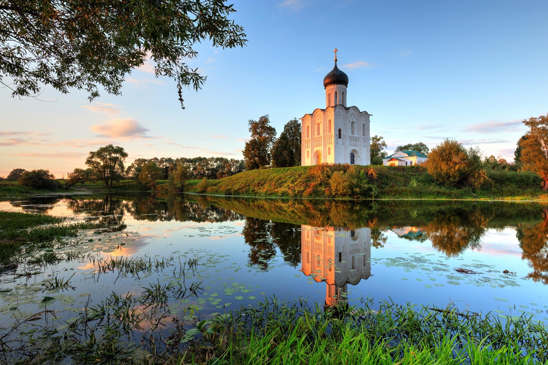 Церковь Покрова на Нерли в поселке Боголюбово Владимирской области