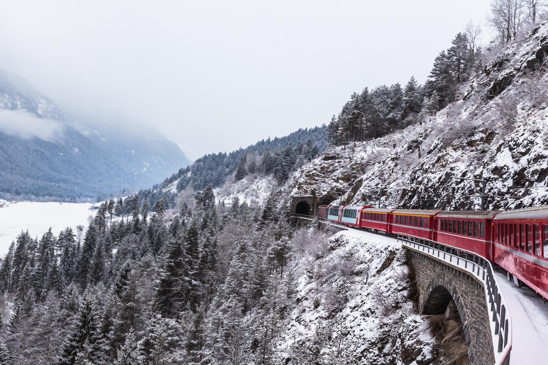 Saint-Moritz en Suisse peut être une destination idéale pour partir en vacances en janvier