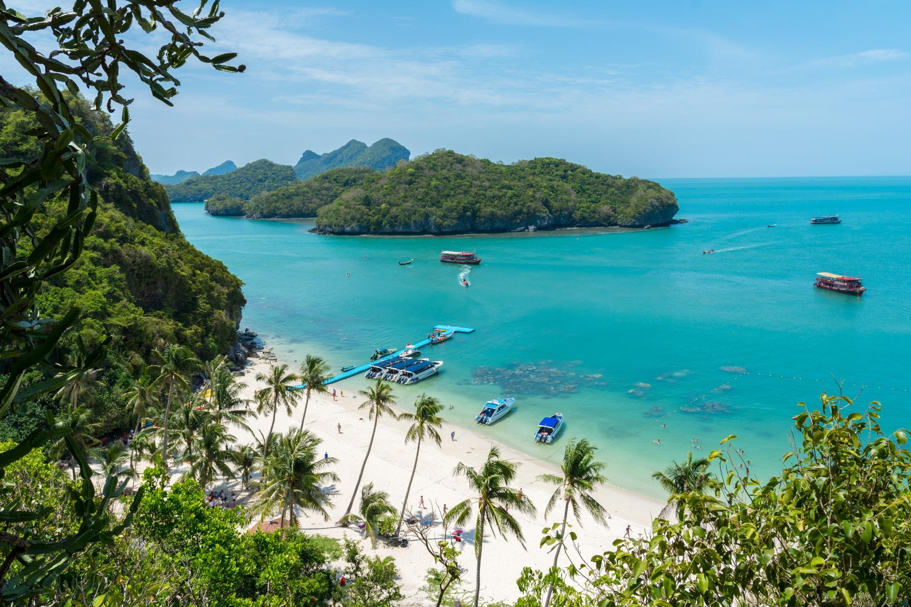 Пляжный отдых зимой. Национальный морской парк Анг Тонг, остров Ко Самуи, Таиланд