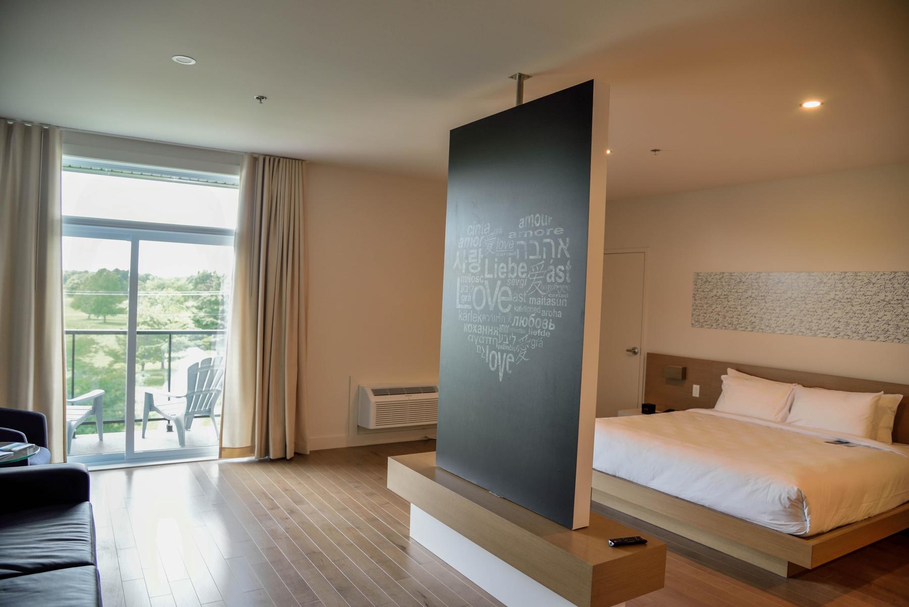 Bedroom at La Cache du Lac Champlain