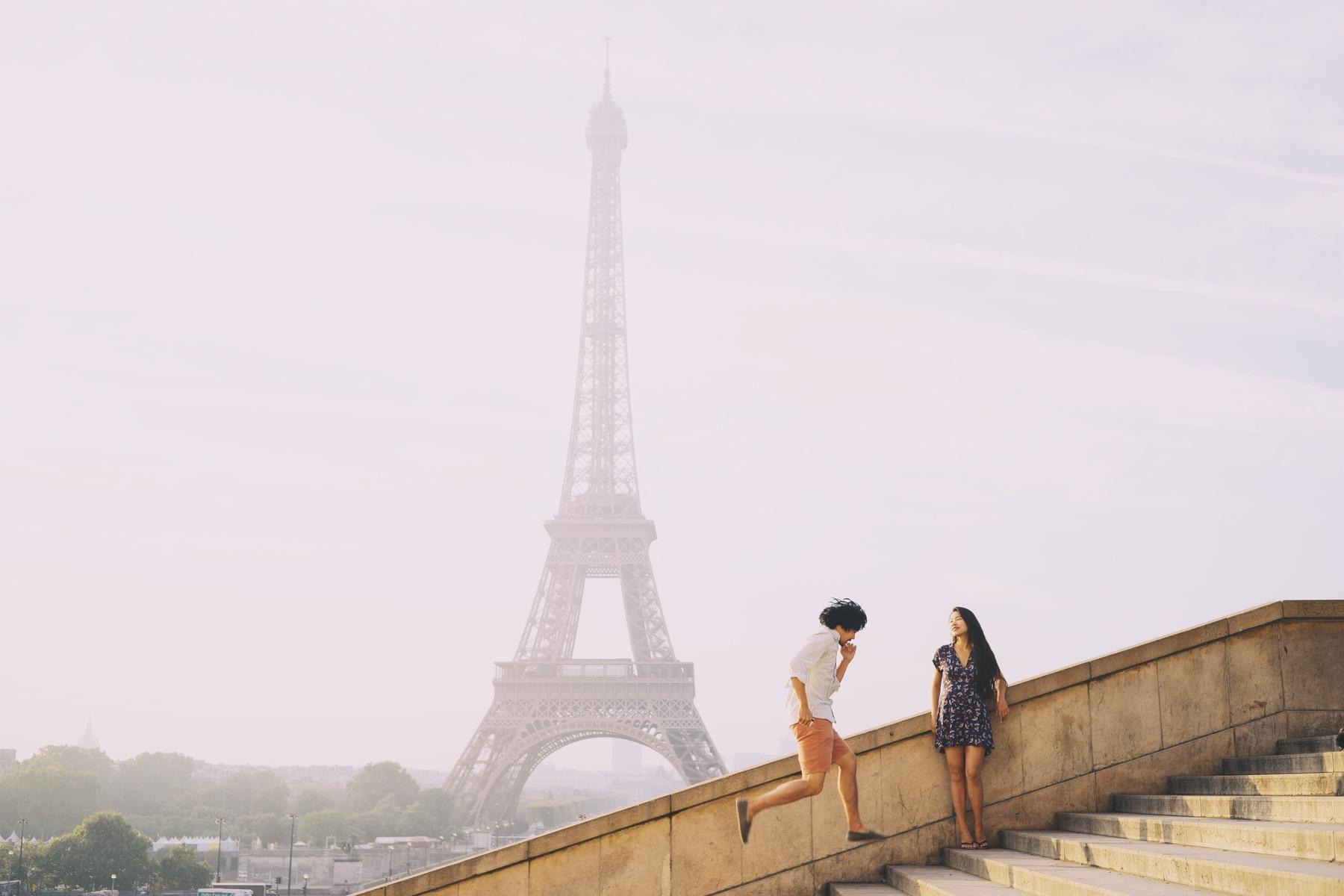 Torre Eiffel, em Paris, é um dos principais pontos turísticos da França.