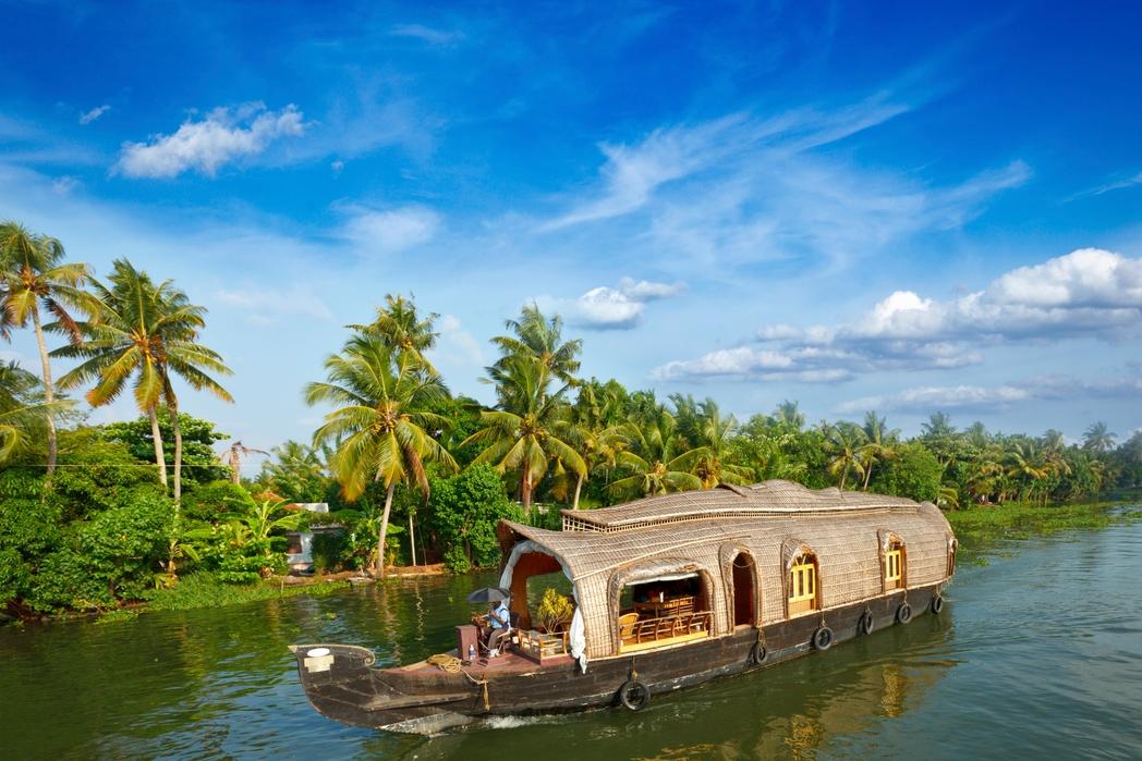 Πλεύστε ανάμεσα στα φοινικόδεντρα στην Κεράλα της Ινδίας
