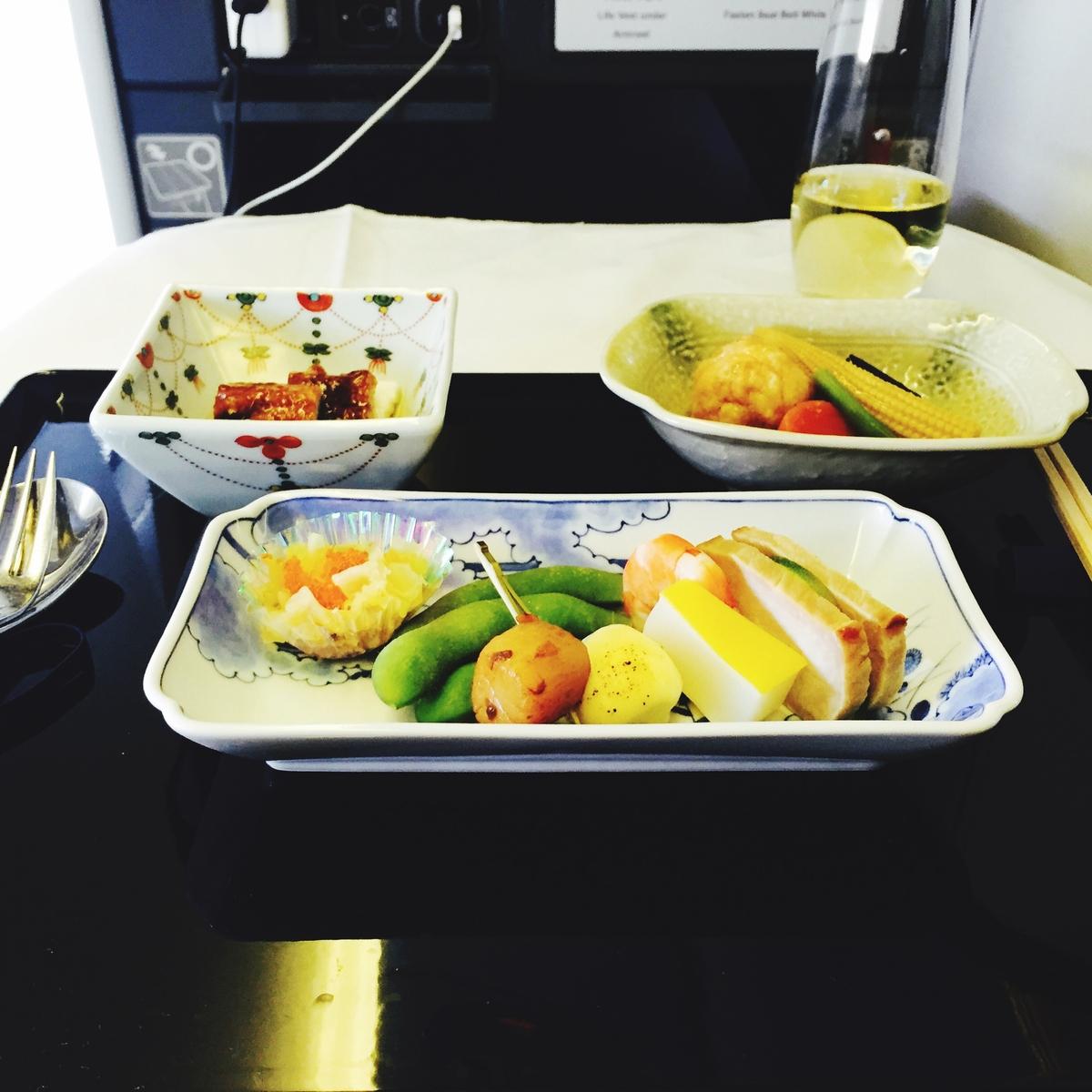 Tipps, um Plastikmüll im Urlaub zu vermeiden: Auch im Flugzeug plastikfrei