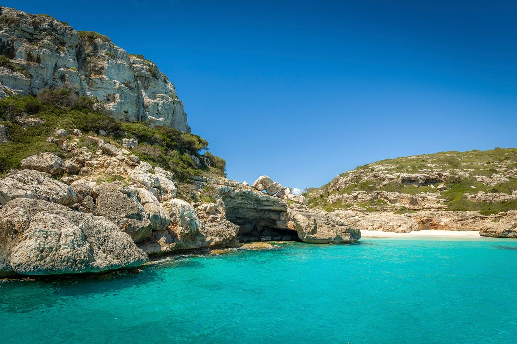 Discover the best secret beaches in the Mediterranean