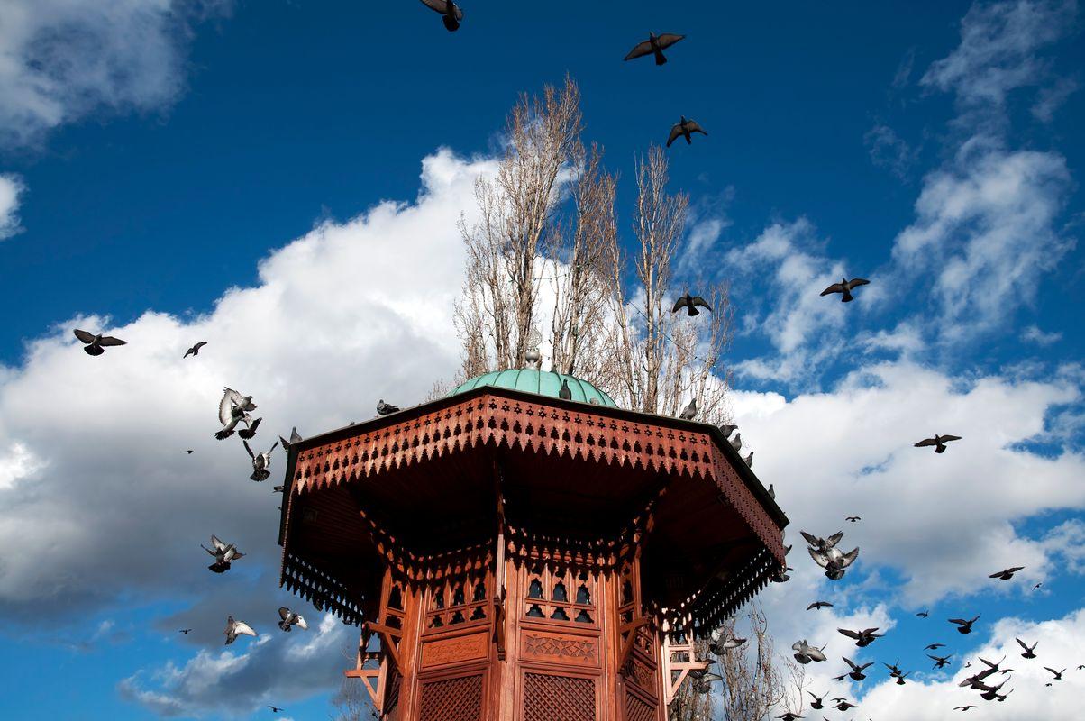 Το ξύλινο συντριβάνι Sebilj στο παζάρι Baščaršija - εναλλακτικά ταξίδια στην Ευρώπη