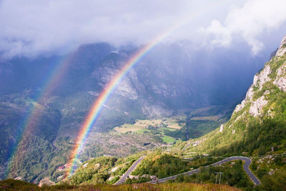 Самые красивые и необычные явления природы: двойная радуга
