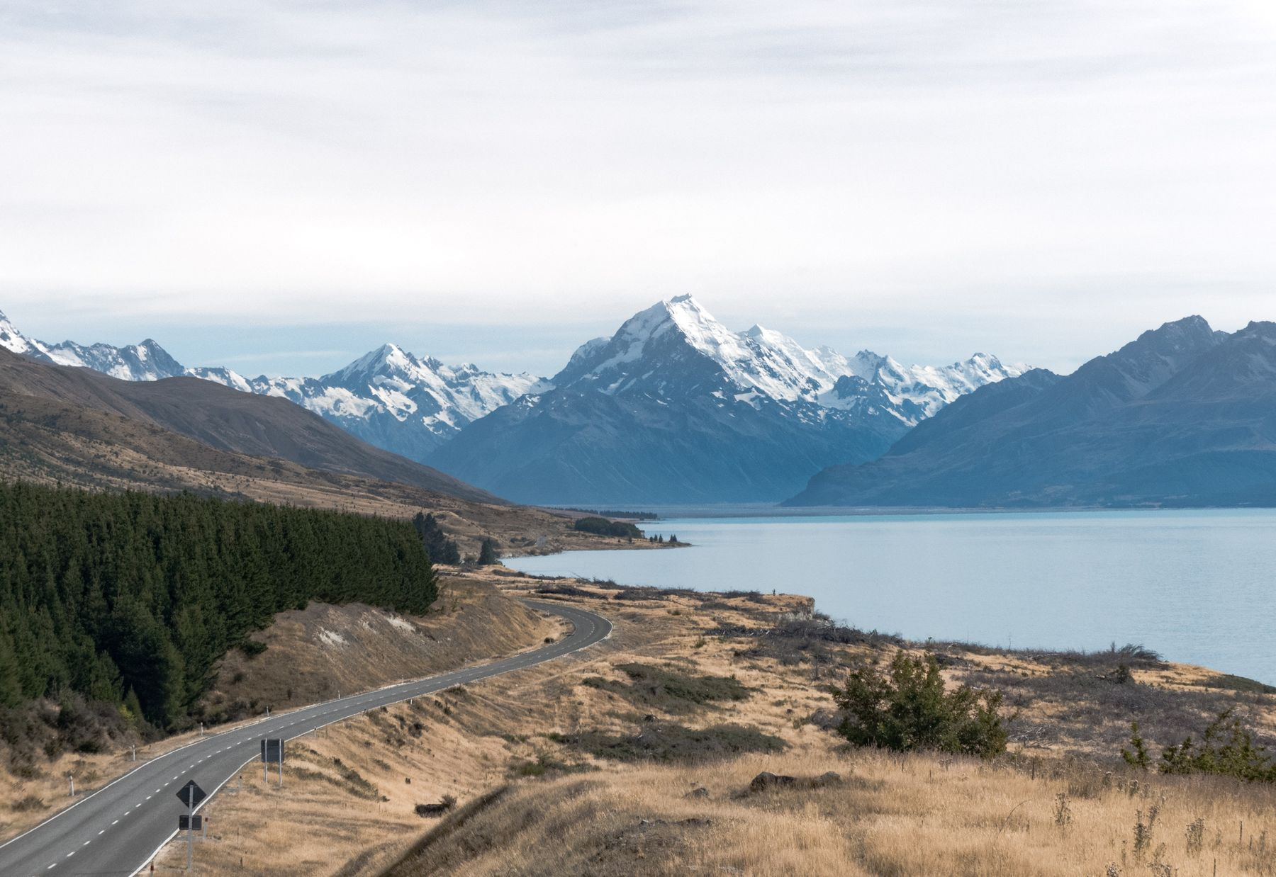 Scenic view of New Zealand's epic mountain ranges and lakes