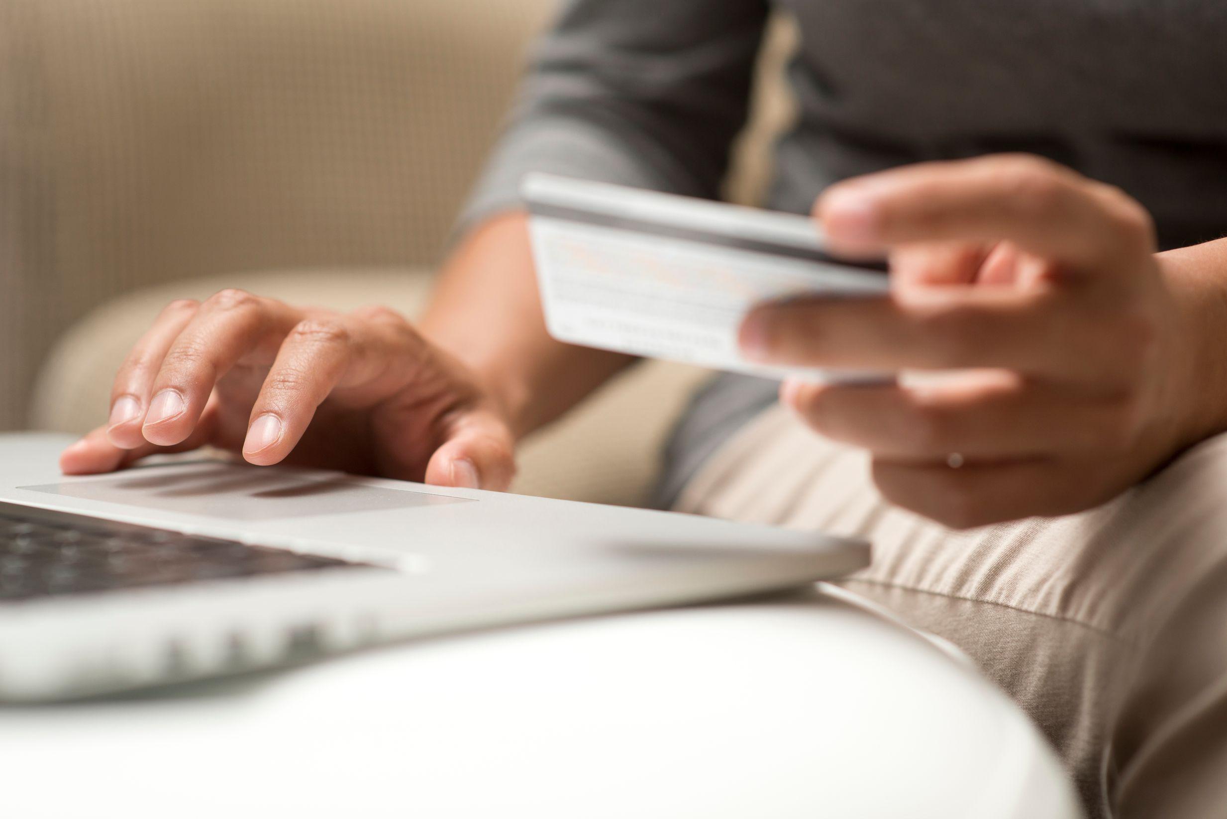 Πληρωμή με πιστωτική κάρτα online
