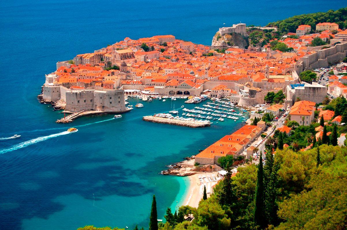 Πανοραμική θέα των τειχών και της πόλης του Ντουμπρόβνικ, Κροατία