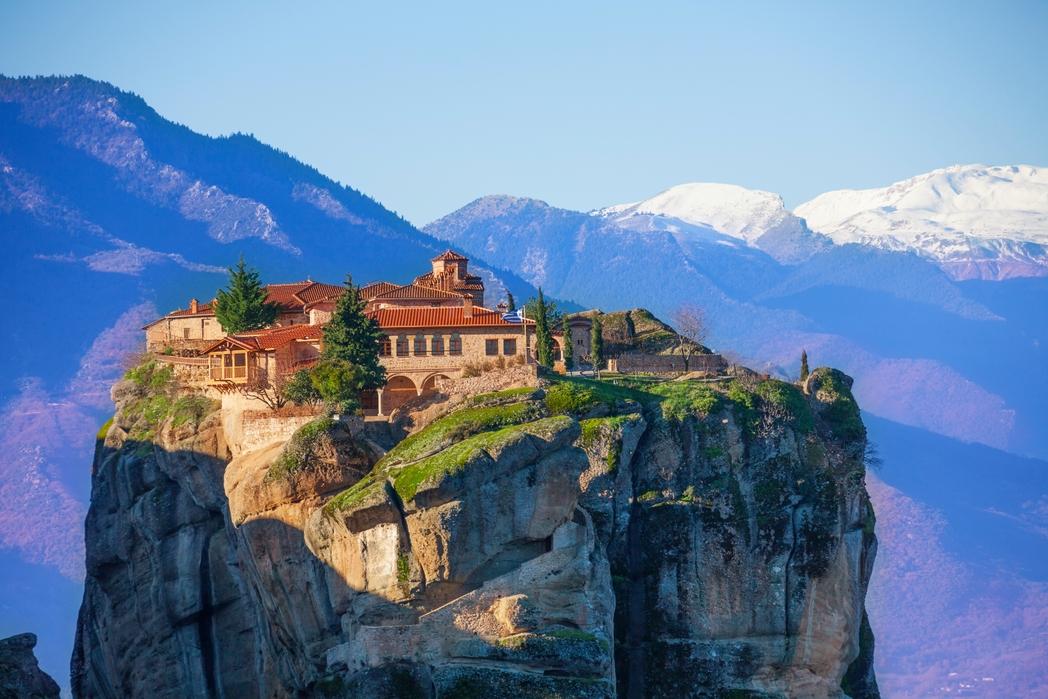Μοναστήριο πάνω στον βράχο στα Μετέωρα - οι 11 καλύτεροι χειμερινοί προορισμοί