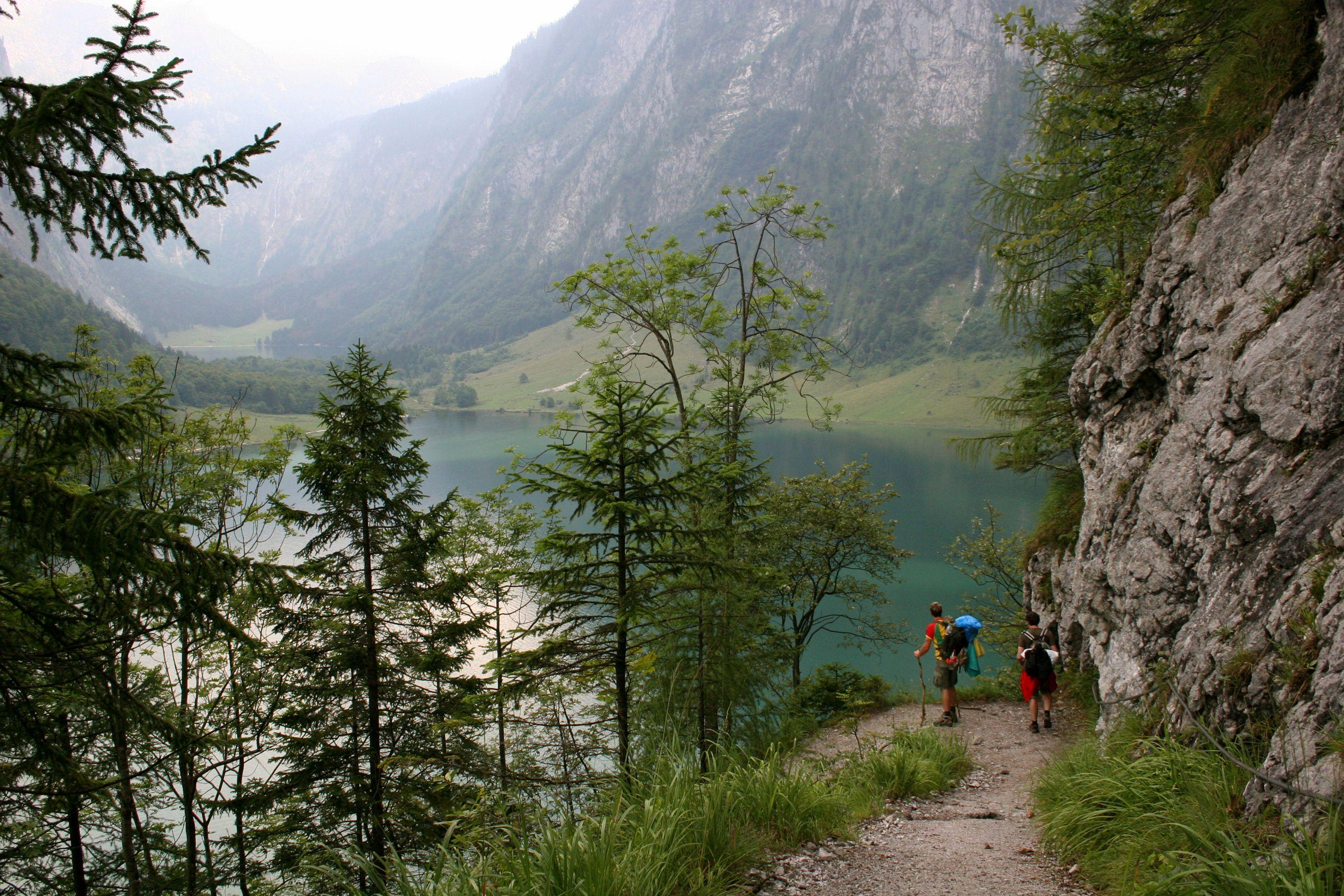 瑞士公路旅行乘汽车在瑞士Obersee湖