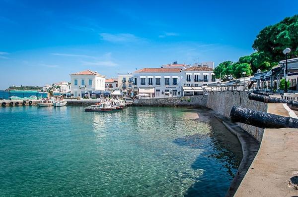 Σπέτσες - πού να πάτε ταξίδι το Πάσχα στην Ελλάδα
