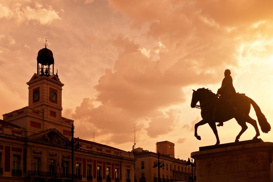 Η Plaza Mayor στη Μαδρίτη το ηλιοβασίλεμα - οι καλύτεροι φθινοπωρινοί προορισμοί