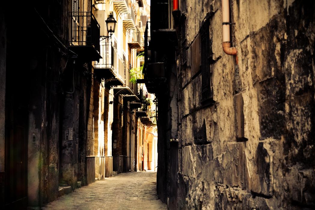 Σοκάκι στο Παλέρμο της Σικελίας - πού να πάτε ταξίδι στην Ιταλία