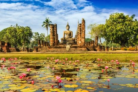 Статуя Будды в историческом городе Сукхотай